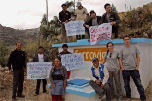 Comunidad de peru agradeciendo a Plan y Ferrovial el proyecto social