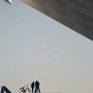 Forum de Barcelona vuelan estos ciclistas retratados por @yomarhe