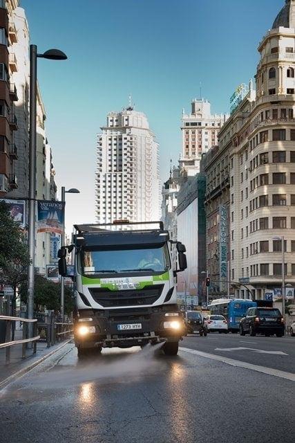 servicio limpieza urbana en Gran Via Madrid
