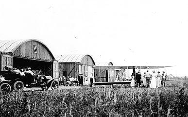 Hangares y plataforma del aeropuerto de College Park