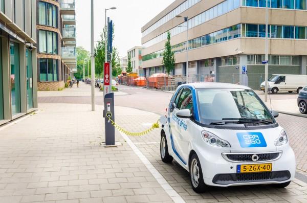 vehículos eléctricos en la ciudad