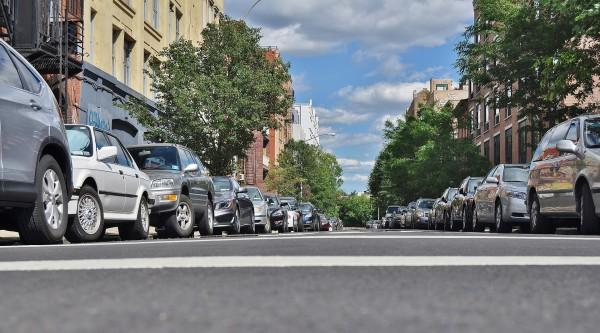 vehículos eléctricos coches aparcadas