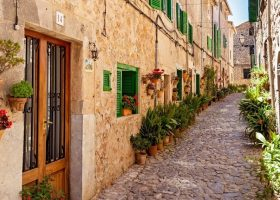 traditional architecture streets buildings