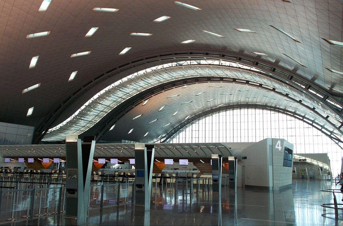 interior aeropuerto internacional hamad, doha qatar