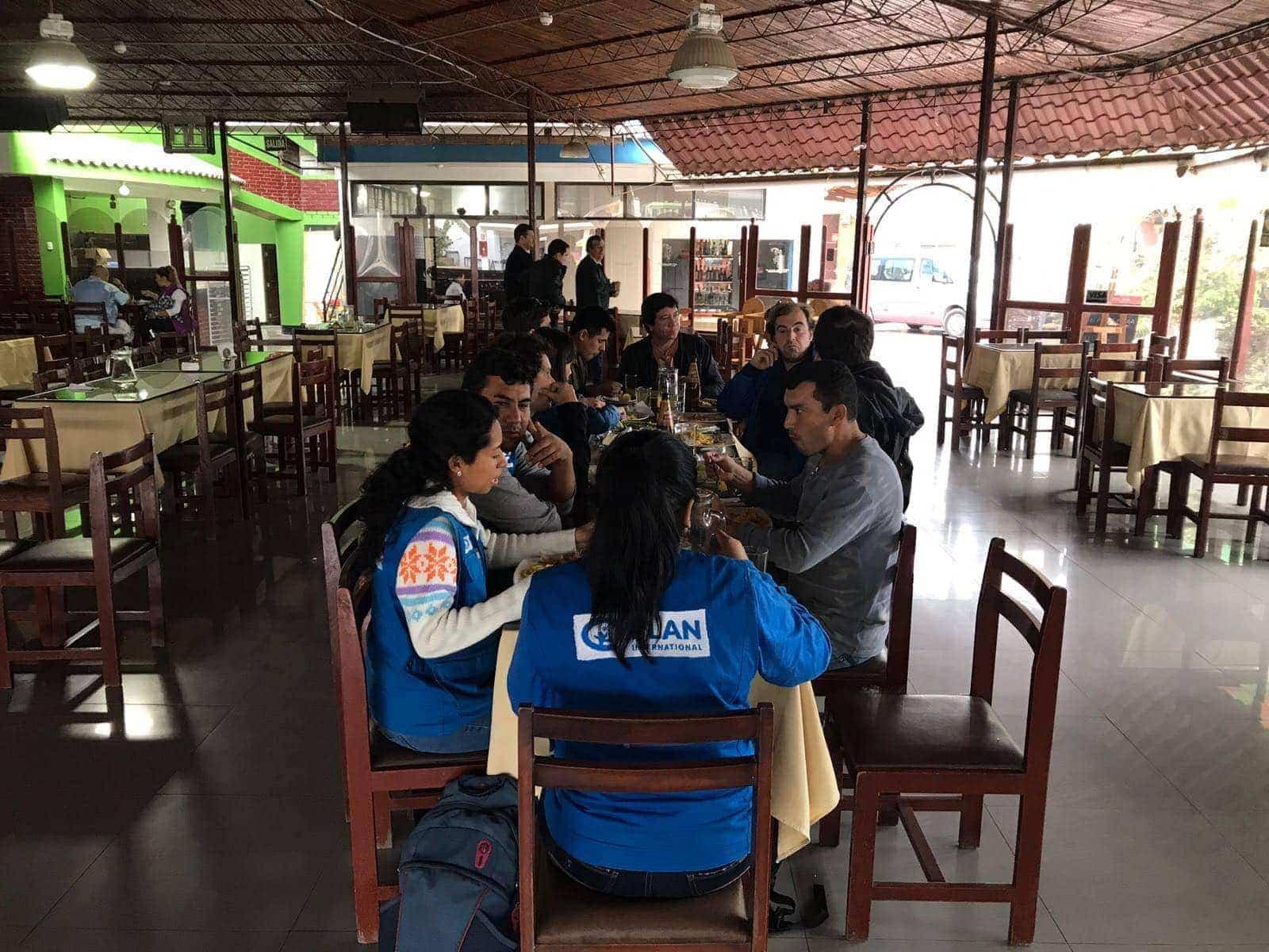 Grupo de volutarios conociendo Ventanilla