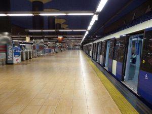 pavimento podotáctil metro madrid