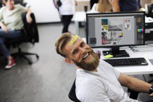 buen ambiente y felicidad en el trabajo