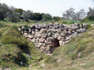 Restos del puente micénico de Kazarma, en la actual Grecia
