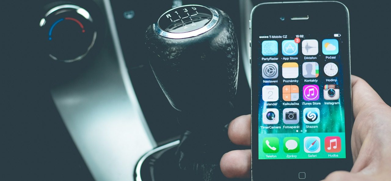Smartphone-coche-e1535616693283