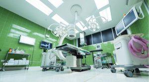 Quirófano de hospital público con sistemas de presión y ventilación