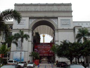 New South China Mall. Arco de triunfo