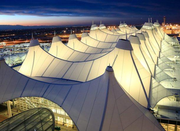 Detalle cubierta exterior de la Terminal de Jeppensen en el aeropuerto de Denver