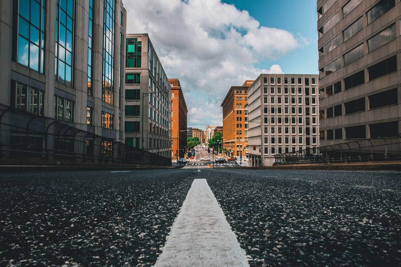 El asfalto y el hormigón contribuyen al efecto isla de calor en las ciudades.