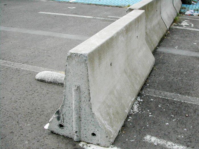 Foto de un módulo de barrera de hormigón