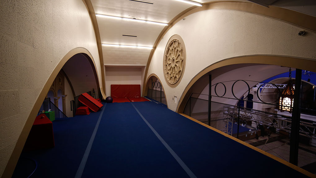 Quebec, a church transformed into a circus school. Loft for circus acrobatics