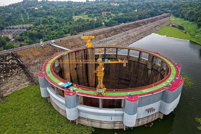 presa en construcción