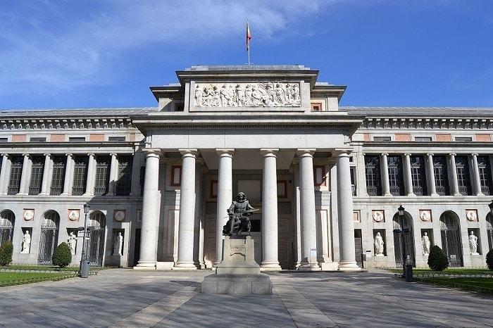 Fachada de una de las entradas al Museo del Prado